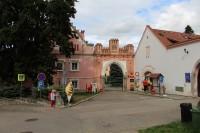 Vrchotovy Janovice, zámecká brána