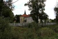 Raně barokní zámek Radíč.