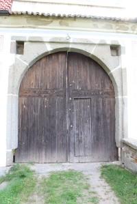Křepenice, vstupní brána tvrze