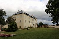 Pohled na zámek ze zahrady
