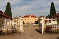 Zámek a zámecký park v Krásném Dvoře.