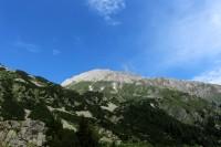 Pirinem, údolím říčky Banderice.