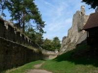 Helfenburk, hradby západní část