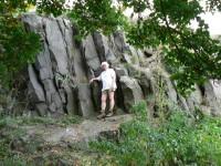 Hrad Ronov, skála na nádvoří