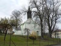 Dlouhá Ves, kostel a památné stromy