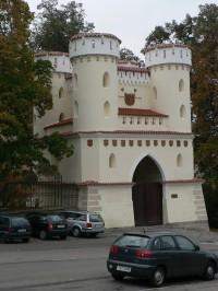 Vlašimská brána od města