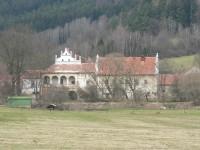 Mokrosuky, zámek od východu