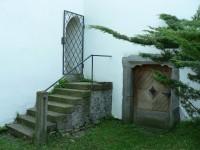 Petrovice, schodiště u kostela