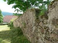 Petrovice, hradba kolem kostela