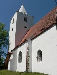 Petrovice, jižní strana kostela s věží
