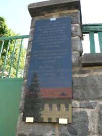Klatovy, pamětní deska u vchodu
