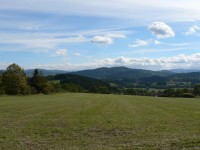 Hostidráž, pohled k jihu v pozadí Svatobor a Křemelná
