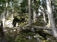 Medvědí stezka, skály na začátku stezky