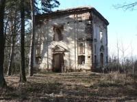 Ke zřícené kapli sv. Jana Nepomuckého.
