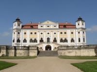 Zámek a park Milotice.