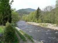 Pohled na Radkovský vrch z mostu přes Otavu