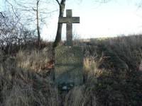 Hrádek, křížek pod vrcholem