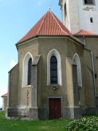 Týnec, presbytář kostela