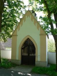 Otín, kaple na návsi