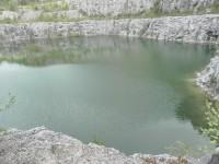 Líšná, pohled na hladinu jezera