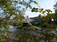 Čepice, pohled na most a sochu z levého břehu