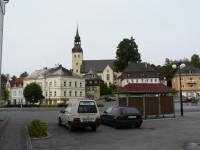 Chřibská, náměstí v pozadí kostel sv. Jiří
