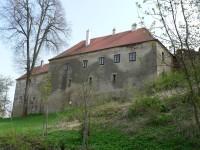 Sádek, hrad nad řekou Rokytnou.