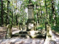 Les Svíb - Alej mrtvých, pomník