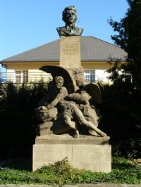 Jičín - socha Prométhea s bustou K.H.Borovského