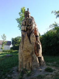 Jičín - sochy ze stromů