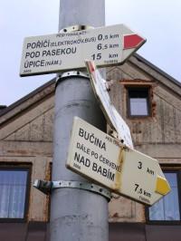 turistické rozcestí Trutnov, Poříčí - u hřiště
