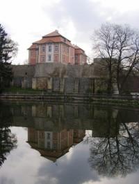 Chvalkovice - zámek