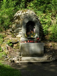 Karlova Studánka - kaplička se soškou Panny Marie