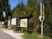 turistické rozcestí u dolní stanice lanovky na Medvědín
