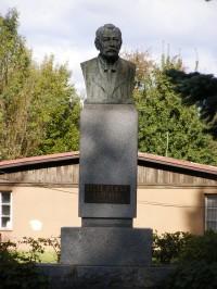 Turnov - pomník historika Josefa Pekaře
