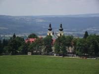 výhled z rozhledny na Dolní Hedeči (klášter)