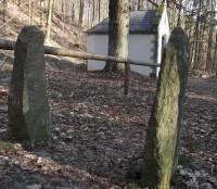 Maršíkov - menhirový les u kaple Nejsvětější Trojice