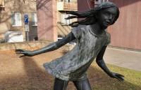 Opava – Běžící dívka