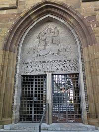 vstup do věže