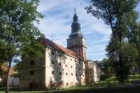 Klášter Plasy – barokní sýpka s kaplí a hodinovou věží
