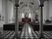interiér kostela ve Zvole