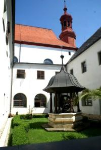 klášter s pův. pumpou