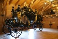Čechy pod Kosířem – největší smuteční kočár světa (muzeum kočárů)
