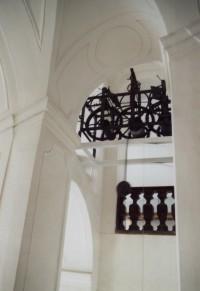 monumentální klášterní schodiště a pův. hodinový stroj