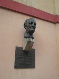 Busta loutkáře Gustava Noska v Chebu