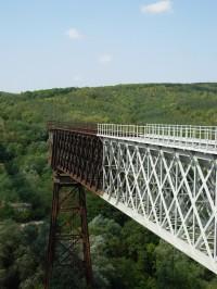 Jeden díl původního viaduktu zachovaný jako technická památka