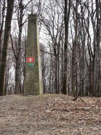 Obelisk na vrcholu Čupy
