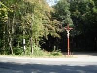 Rozcestí a zastávka u Červeného kříže