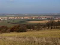 Výhled ze Šumárníku na obec Kněždub