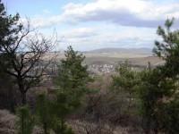 Obec Sobůlky, v pozadí Chřiby